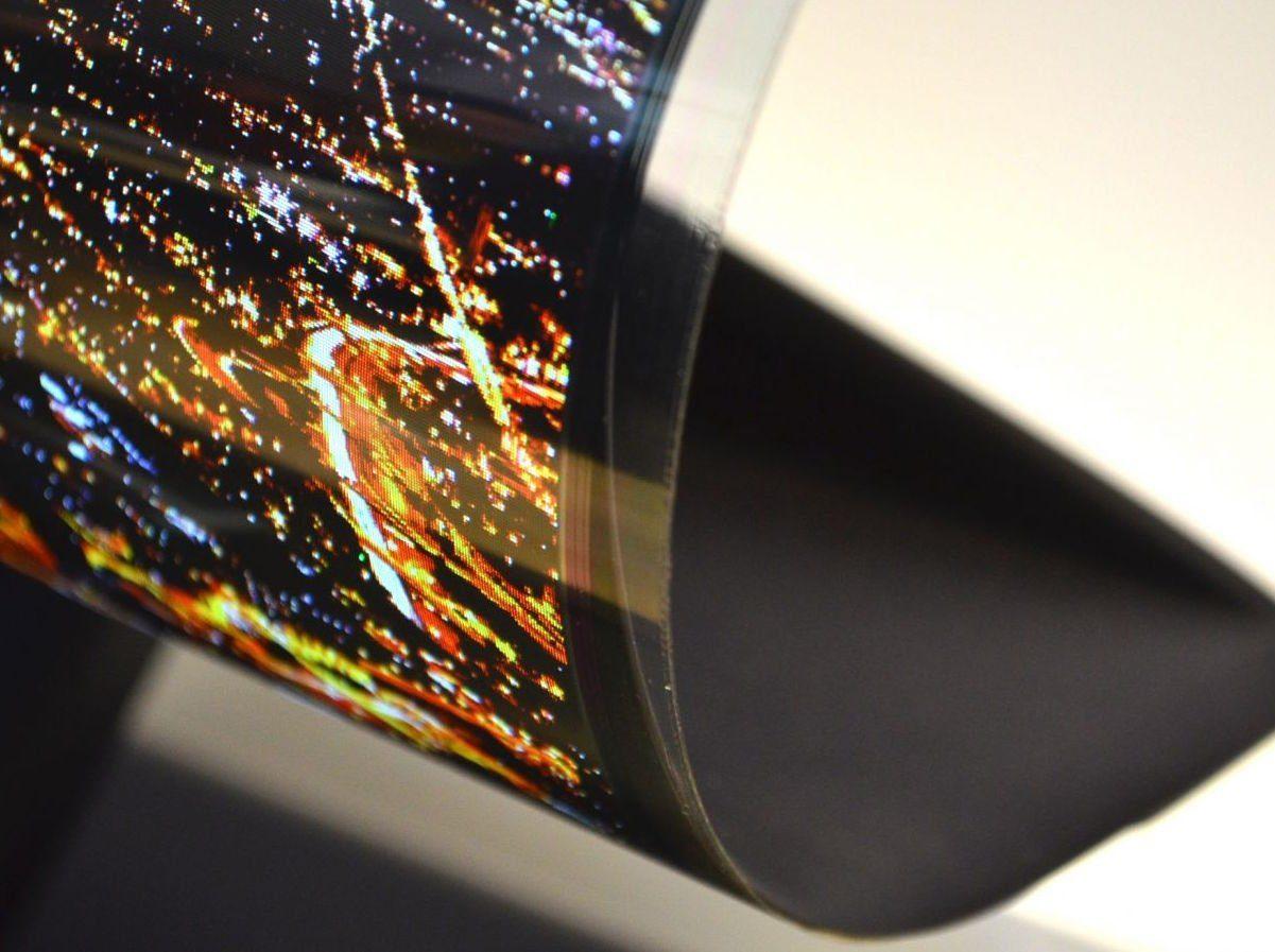 Фото: новий еластичний дисплей Samsung для виміру показників здоров'я