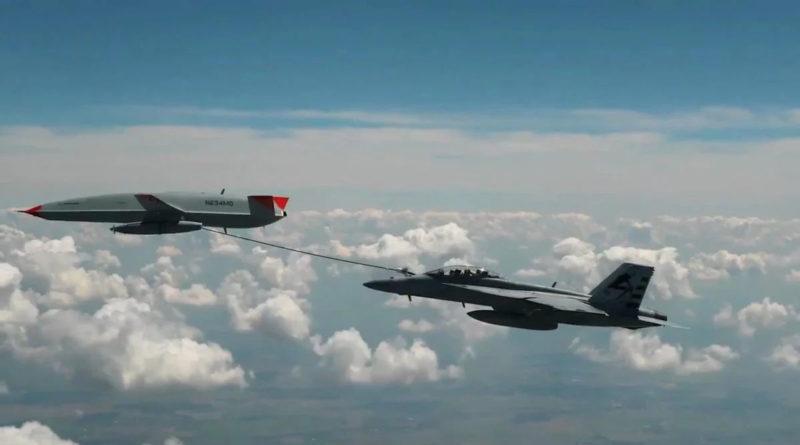 Вперше в історії безпілотник заправив в небі літак