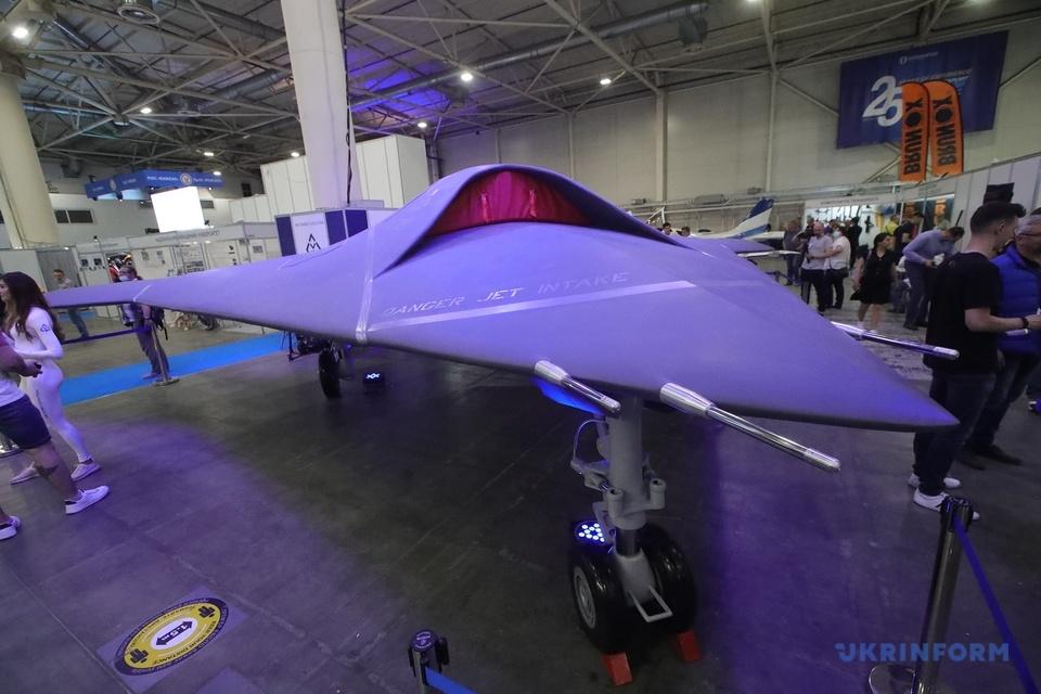 Українські розробники представили бойовий стелс-дрон. Відео