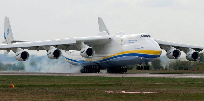Ан-225 «Мрія» здув паркан з людьми поряд з британською авіабазою