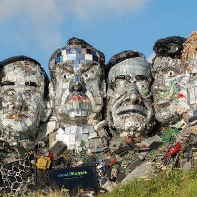 У Великобританії зробили скульптуру лідерів G7 з електронного сміття