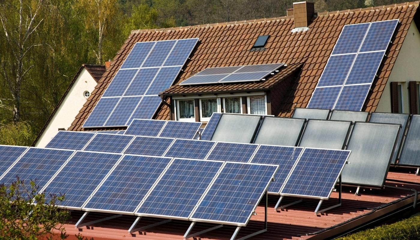 Скільки українців встановили сонячні батареї удома