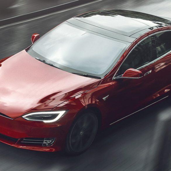 Відео: Ілон Маск презентував найшвидший електромобіль Tesla