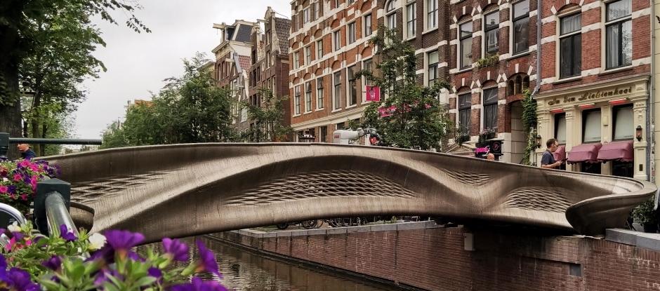 В Амстердамі відкрили перший в світі сталевий міст, надрукований на 3D-принтері