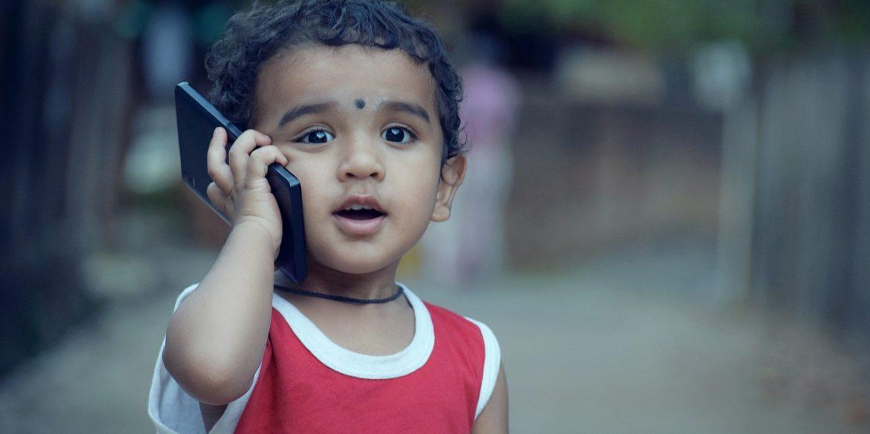 Хлопчик в Індії самостійно навчився програмуванню по смартфону