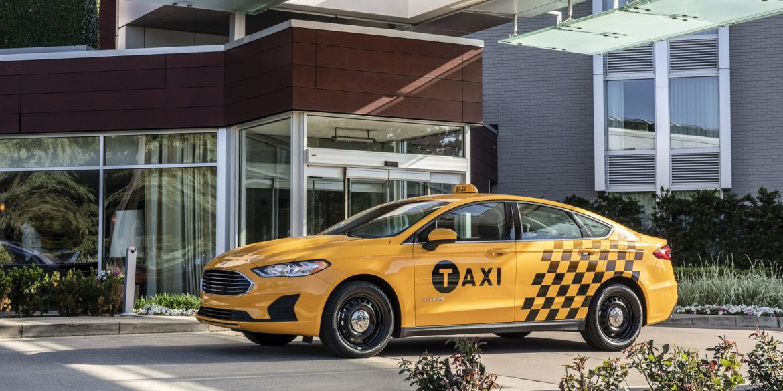 Ford планує запустити сервіс безпілотного таксі вже в 2021 році