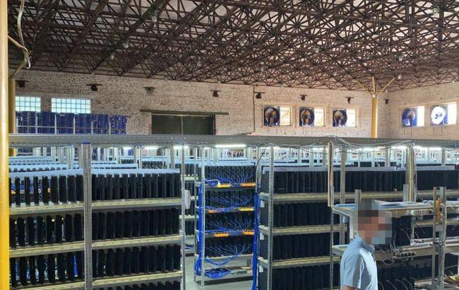 СБУ ліквідувало у Вінниці найбільшу криптоферму в Україні