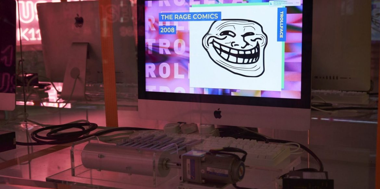 Сайт 9GAG відкрив в Гонконзі музей мемів