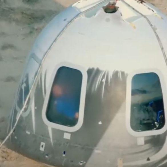 Джефф Безос успішно злітав у космос і повернувся на Землю