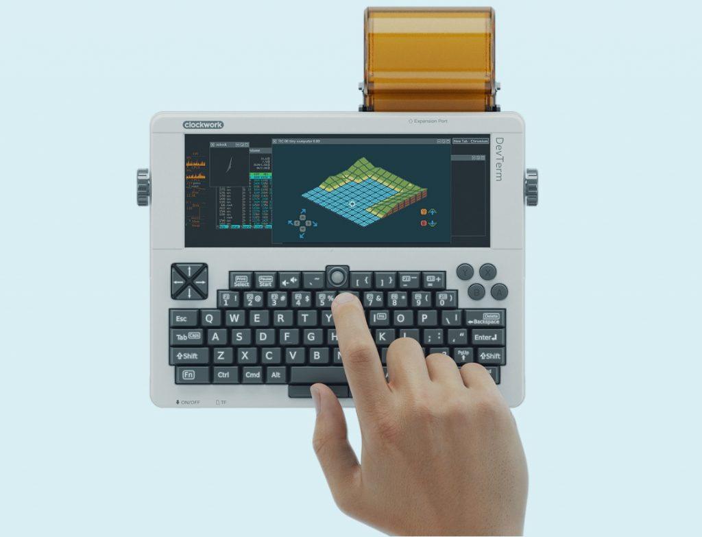 Компанія ClockworkPi представила кишеньковий ретро-комп'ютер для розробників
