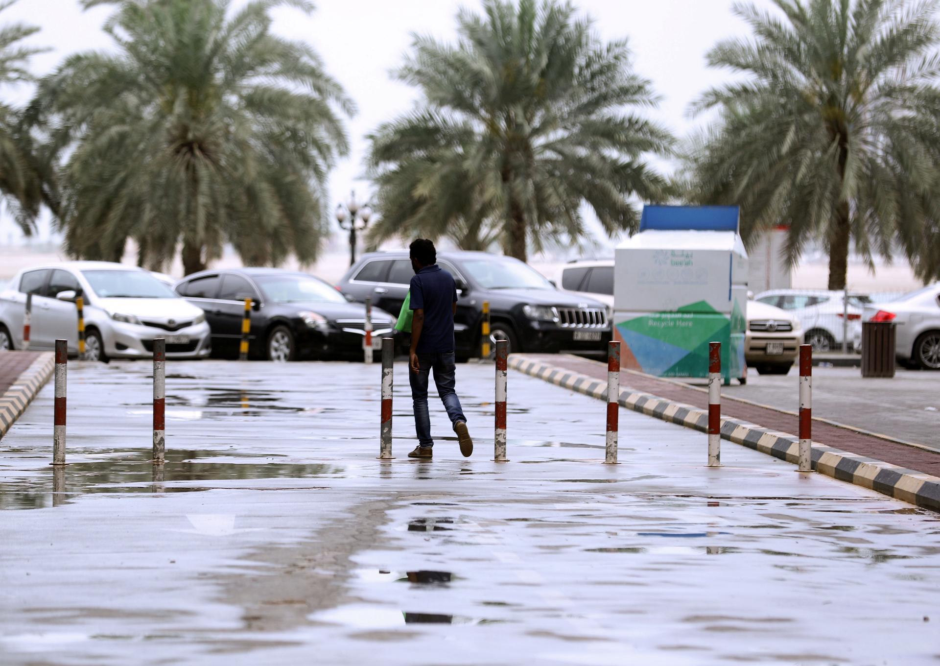 В ОАЭ искусственно вызывали дождь. видео