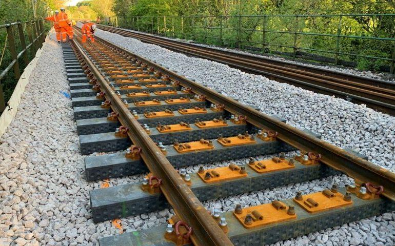 У Великобританії проклали залізничні шпали з переробленого пластикового сміття