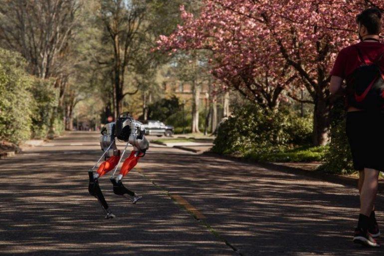 Робот вперше пробіг 5 км на одному заряді батареї