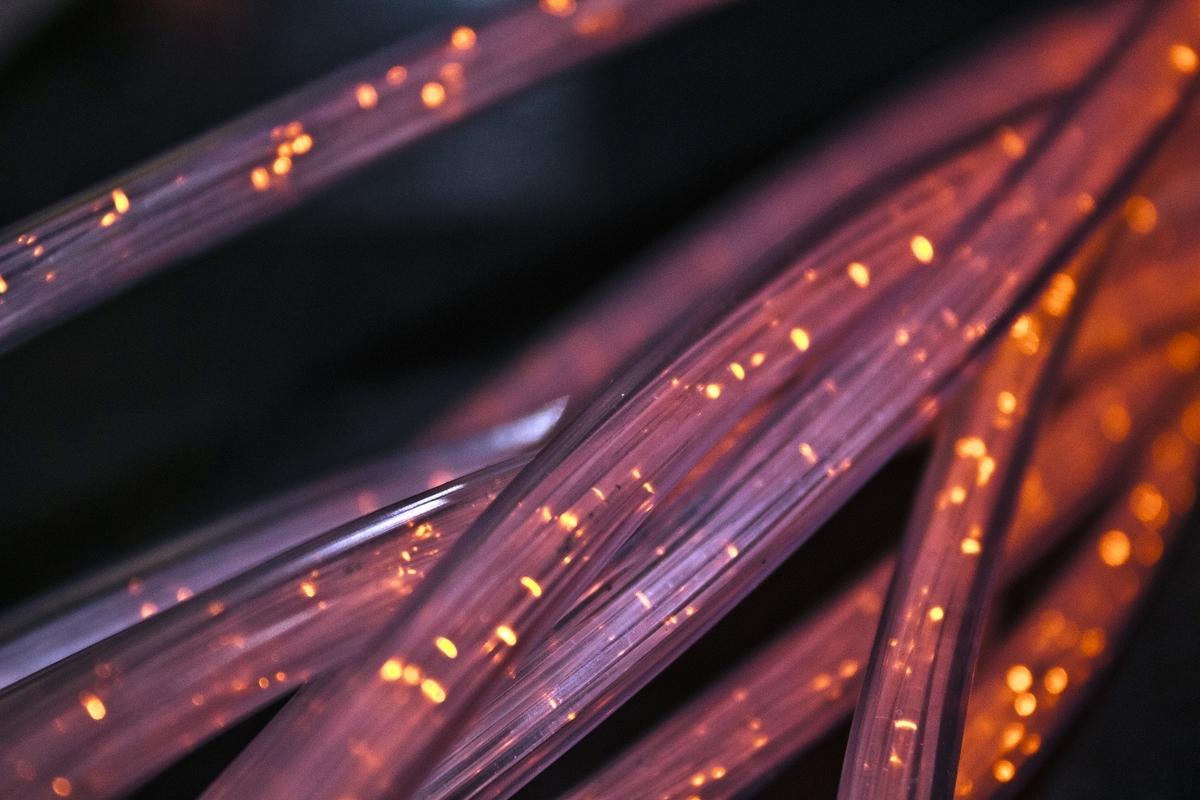 Японцы установили рекорд скорости на оптоволокне