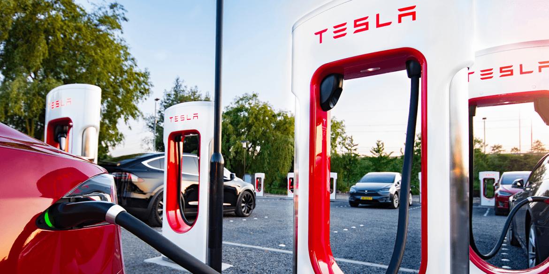 Маск пообіцяв зробити зарядні станції Tesla доступними для інших електромобілів