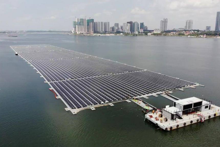 У Сінгапурі запустили запустили найбільшу плавучу сонячну електростанцію у світі