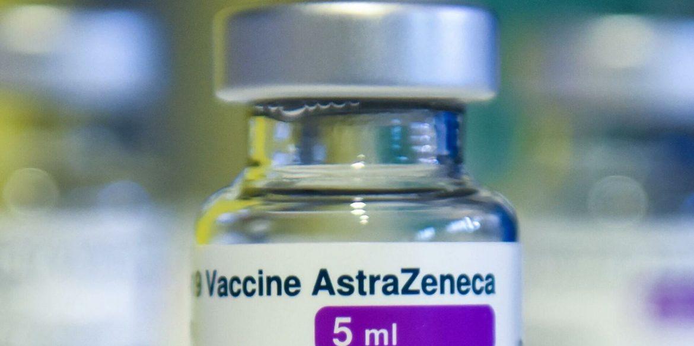 Польща завтра відправить до України 650 тисяч доз вакцини AstraZeneсa