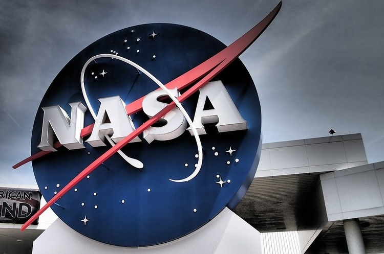 NASA припинило співпрацю зі SpaceX через позов Blue Origin