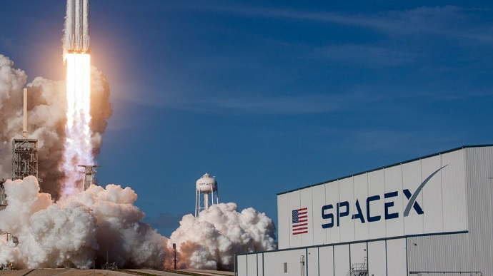SpaceX запустить супутник, який буде показувати рекламу в космосі