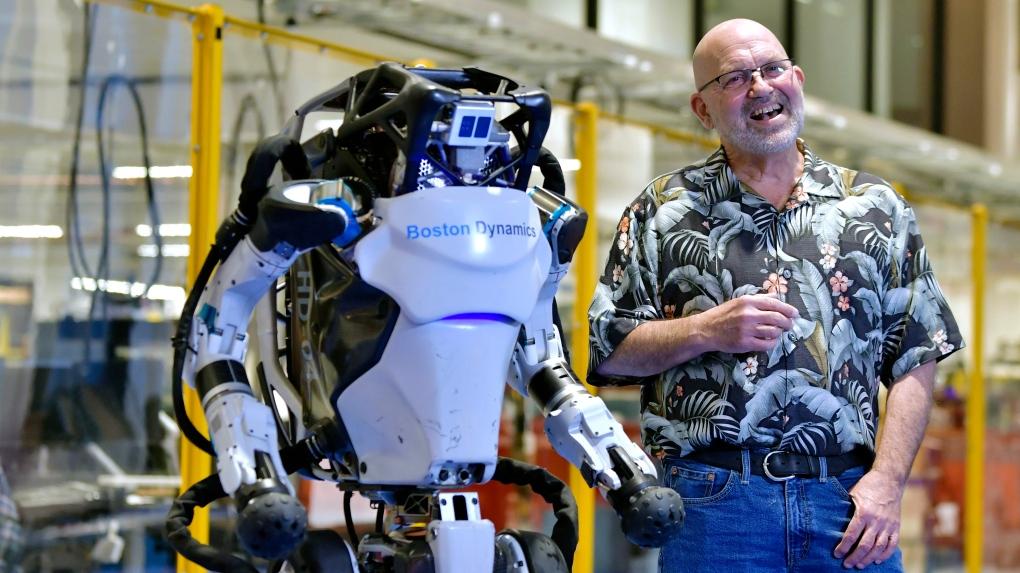 Boston Dynamics показала, як її роботи проходять смугу перешкод і роблять сальто