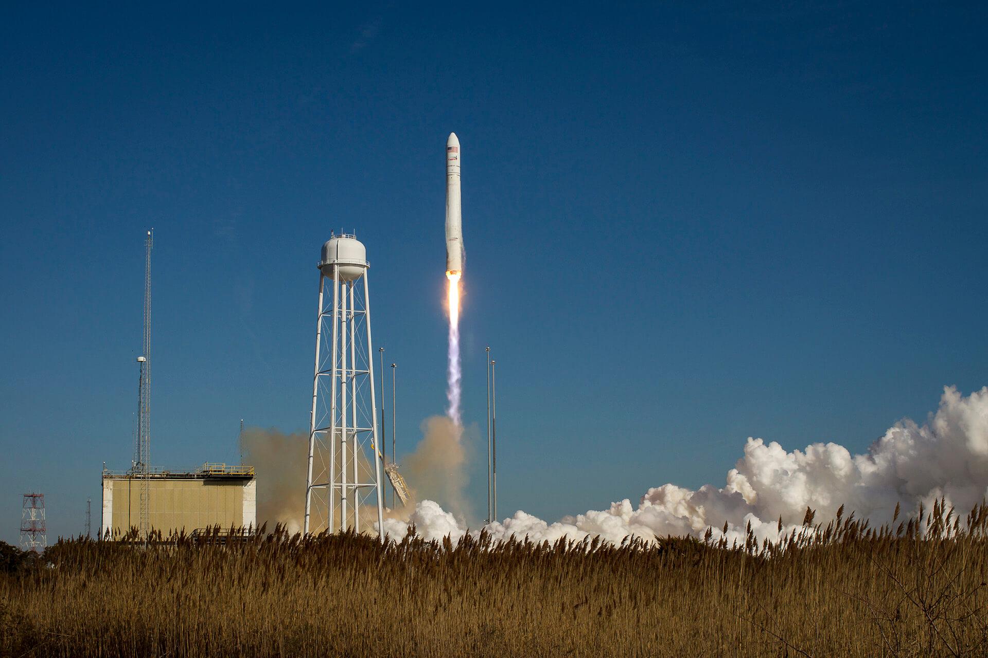 Украинско-американская ракета успешно вывела корабль к МКС. Видео
