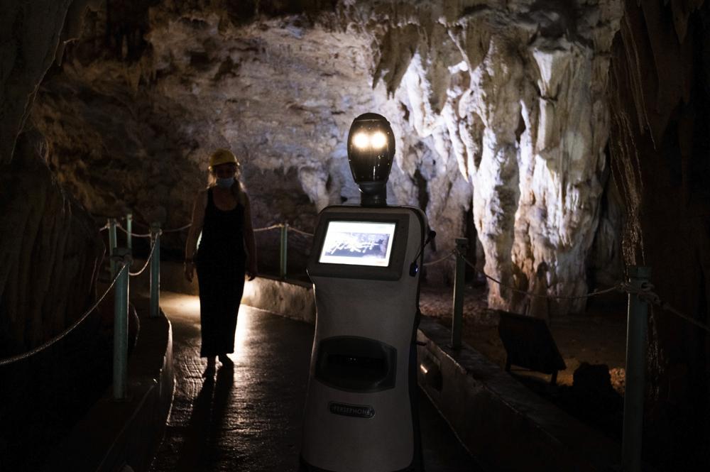 У Греції запрацював робот-екскурсовод «Персефона». Відео