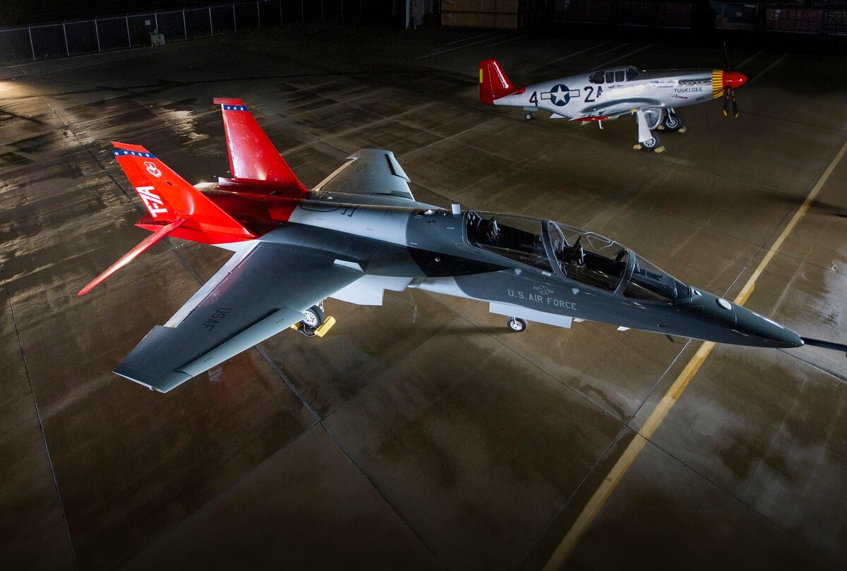 В Украине планируют выпускать учебно-боевой самолет Boeing Т-7А Red Hawk