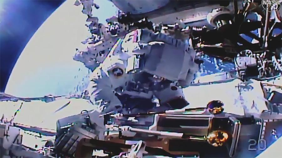 Астронавти МКС провели у відкритому космосі 7 годин. Відео
