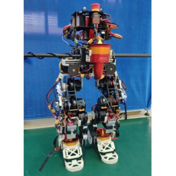 Китайці розробили літаючого робота-гуманоїда. Відео