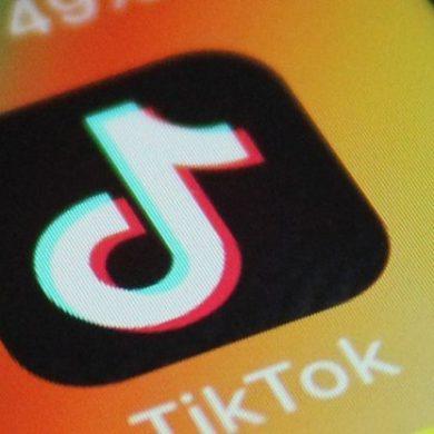 У Китаї дітям заборонили дивитися TikTok більше 40 хвилин в день