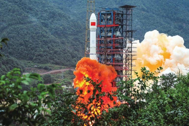 Китай запустив супутник для збору космічного сміття
