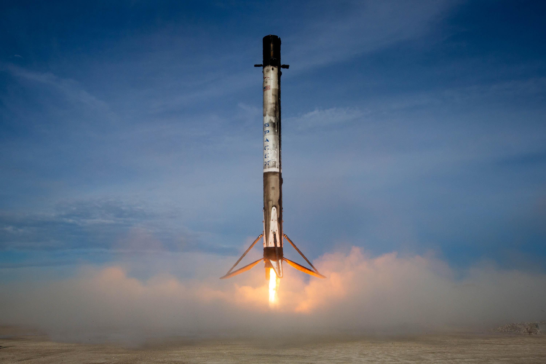 SpaceX запустить міні-супутник для тестування виробництва у космічних умовах