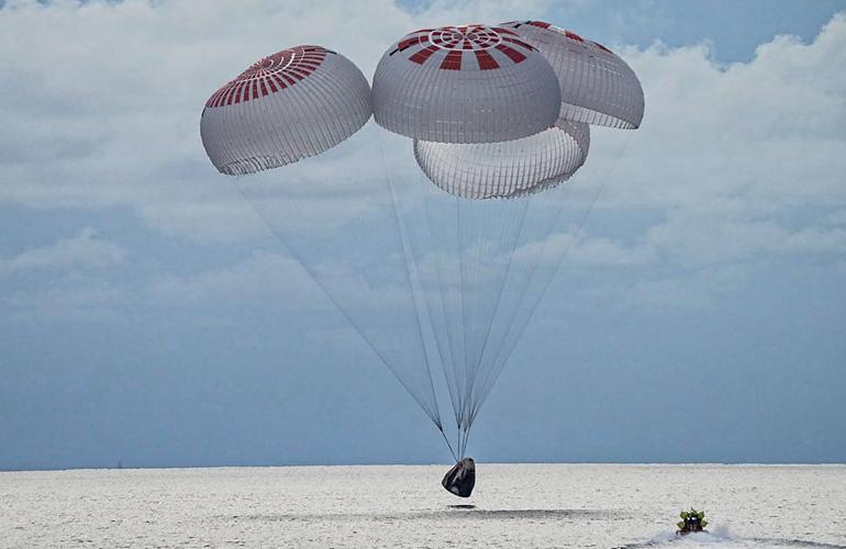 Вантажний космічний корабель Cargo Dragon успішно приводнився біля берегів Флориди